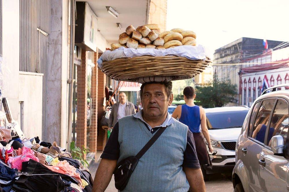 Chipero in Paraguay / Πωλητής τσίπας Παραγουάη