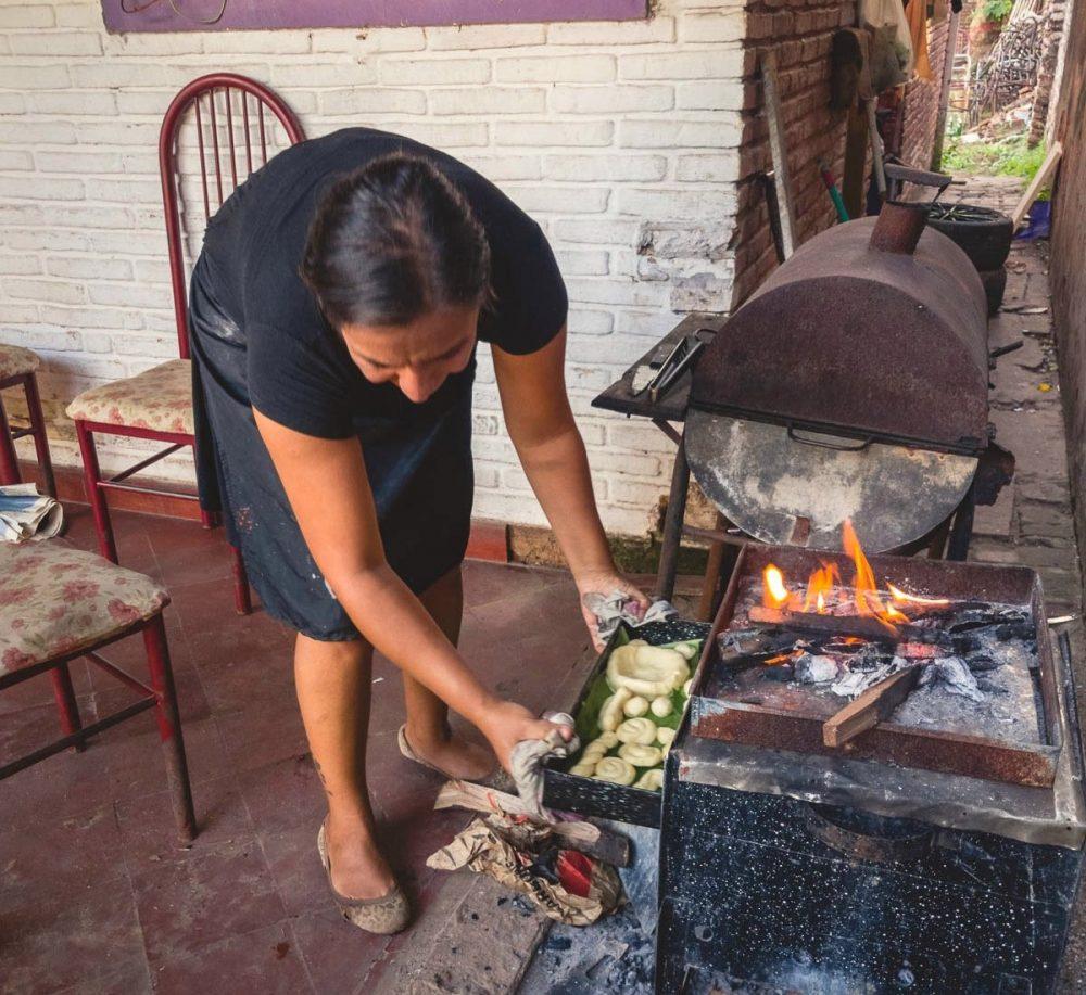 Making chipa in Paraguay / Ετοιμάζοντας τσίπες στην Παραγουάη